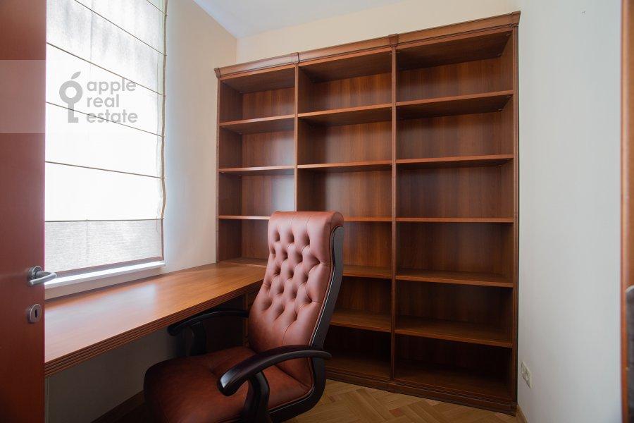Children's room / Cabinet of the 4-room apartment at Leninskiy prosp. 98k1