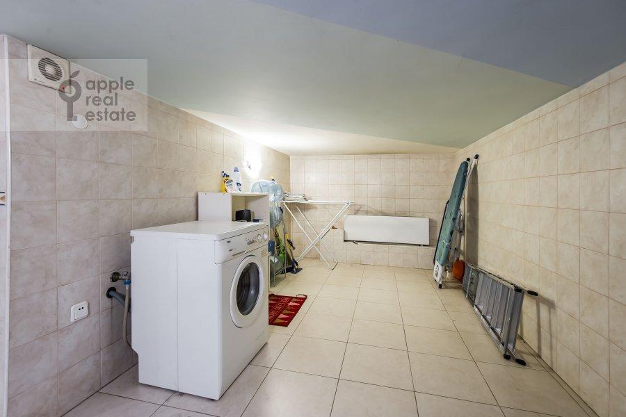 Walk-in closet / Laundry room / Storage room of the 3-room apartment at Tverskaya-Yamskaya 2-ya ul. 26