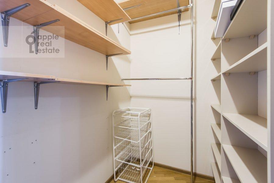 Гардеробная комната / Постирочная комната / Кладовая комната в 3-комнатной квартире по адресу Лобачевского ул. 92к4
