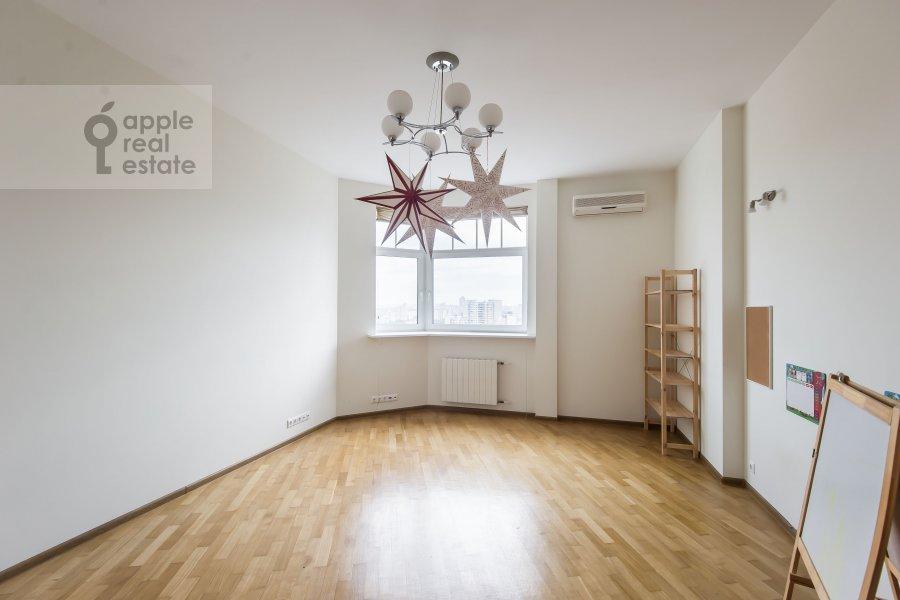Детская комната / Кабинет в 3-комнатной квартире по адресу Лобачевского ул. 92к4