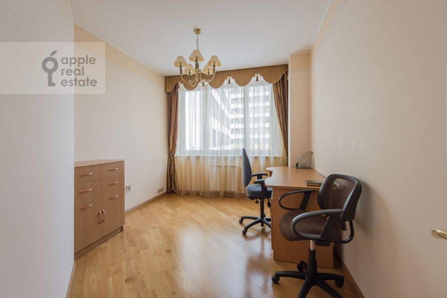 Детская комната / Кабинет в 3-комнатной квартире по адресу Шаболовка 23к4