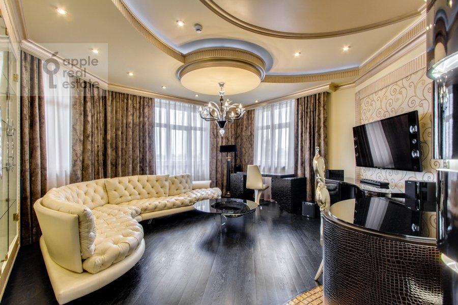 Living room of the 3-room apartment at Marshala Zhukova pr-t. 78