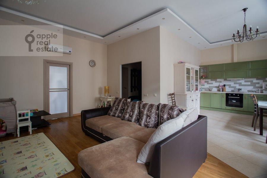 Living room of the 3-room apartment at Fadeeva ul. 4a
