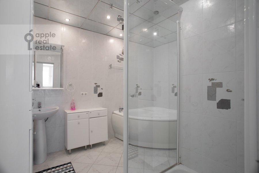 Bathroom of the 4-room apartment at Sergeya Makeeva 1