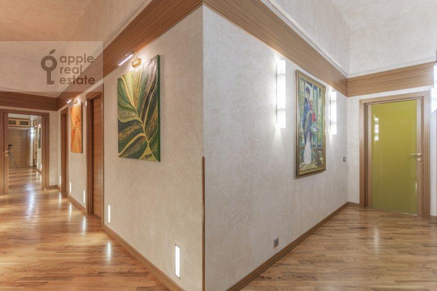 Corridor of the 6-room apartment at Shabolovka ul. 23k1