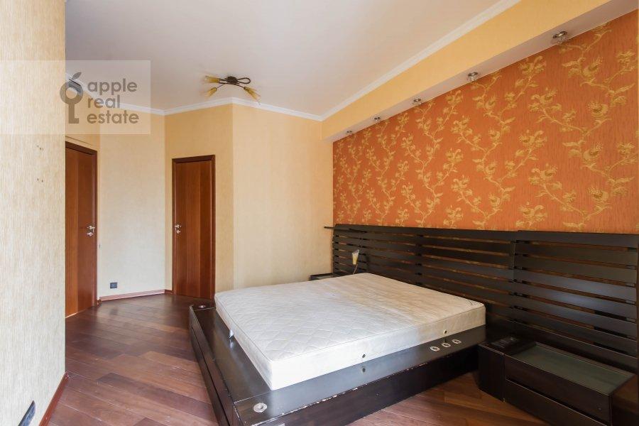 Bedroom of the 4-room apartment at Neopalimovskiy 1-y per. 8