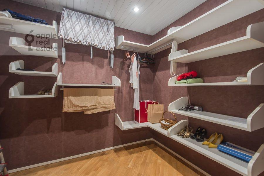Гардеробная комната / Постирочная комната / Кладовая комната в 3-комнатной квартире по адресу 1-й Смоленский переулок 17