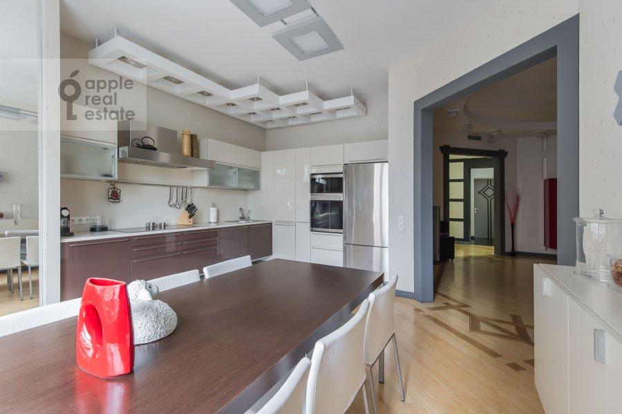 Кухня в 3-комнатной квартире по адресу 1-й Смоленский переулок 17