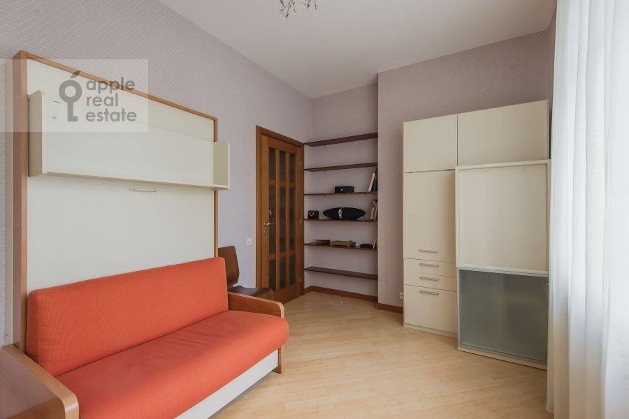 Детская комната / Кабинет в 3-комнатной квартире по адресу 1-й Смоленский переулок 17