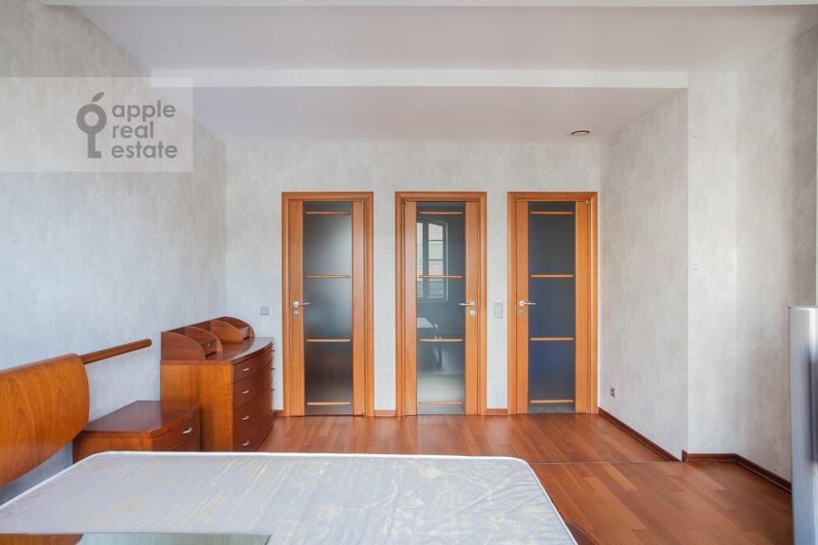 2-room apartment at Smolenskiy 1-y per. 17