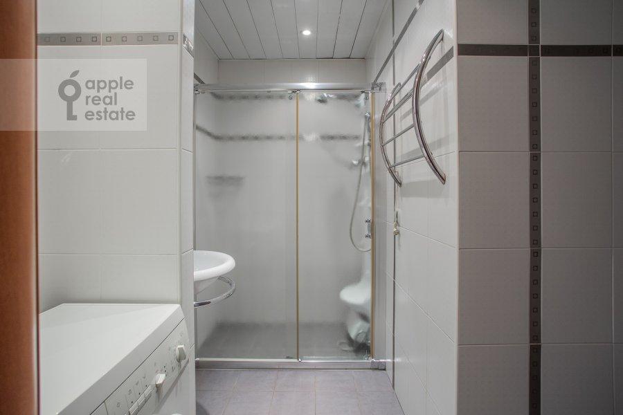 Bathroom of the 2-room apartment at Smolenskiy 1-y per. 17
