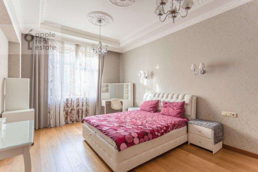 Bedroom of the 4-room apartment at 3-ya Tverskaya-Yamskaya ulitsa 25