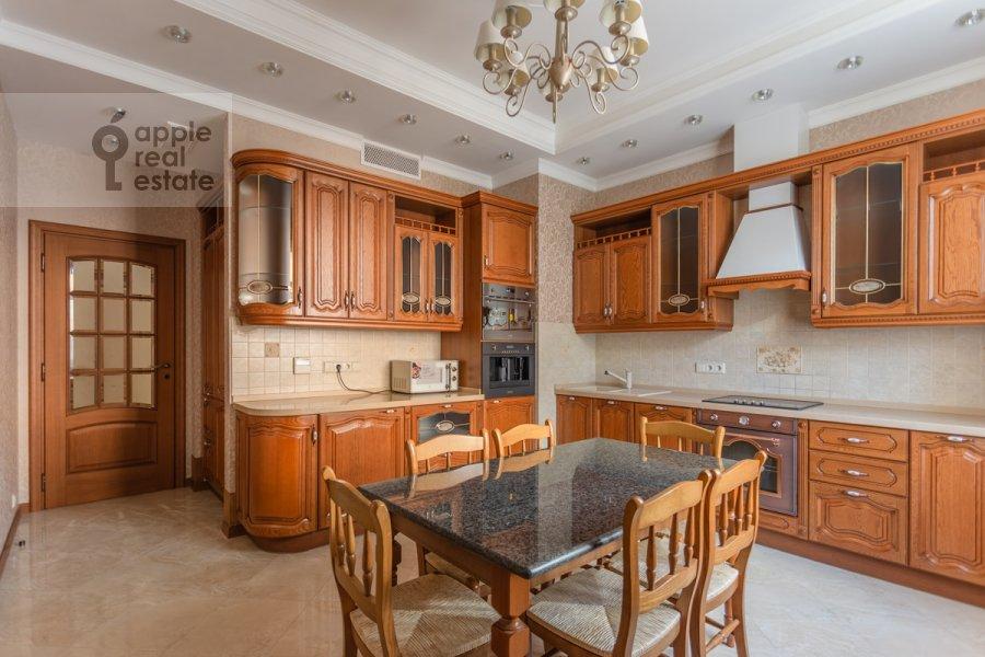 Kitchen of the 4-room apartment at 3-ya Tverskaya-Yamskaya ulitsa 25