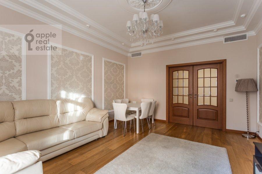 Living room of the 4-room apartment at 3-ya Tverskaya-Yamskaya ulitsa 25