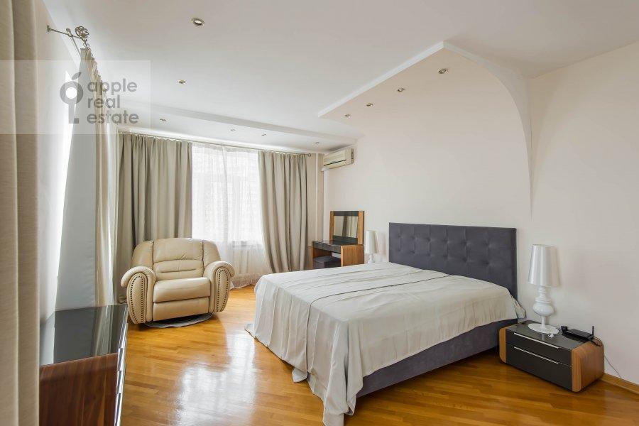 Bedroom of the 4-room apartment at Povarskaya ul. 18