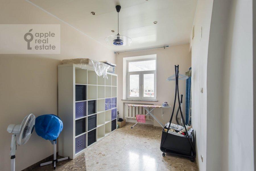 Walk-in closet / Laundry room / Storage room of the 4-room apartment at Povarskaya ul. 18