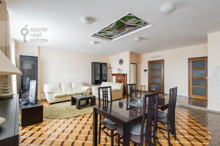 Living room of the 4-room apartment at Povarskaya ul. 18