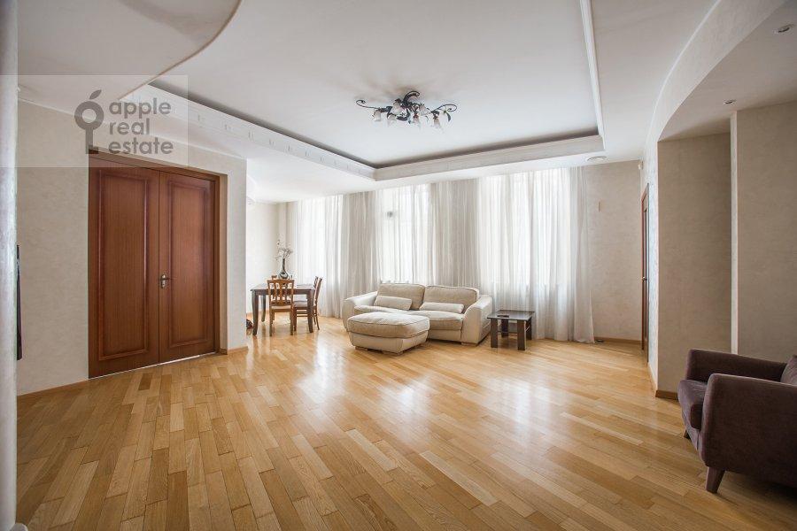 Гостиная в 4-комнатной квартире по адресу Плющиха ул. 22