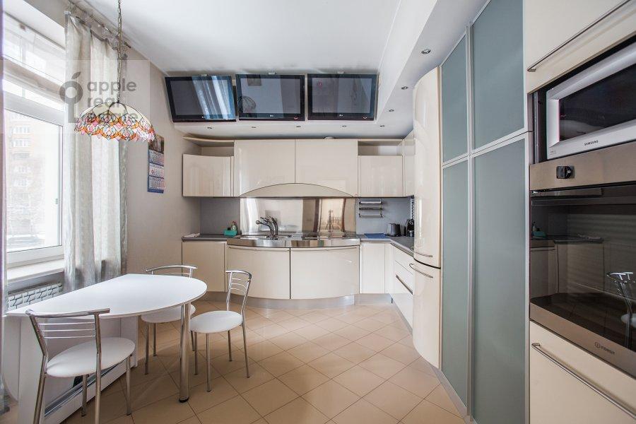 Кухня в 4-комнатной квартире по адресу Плющиха ул. 22