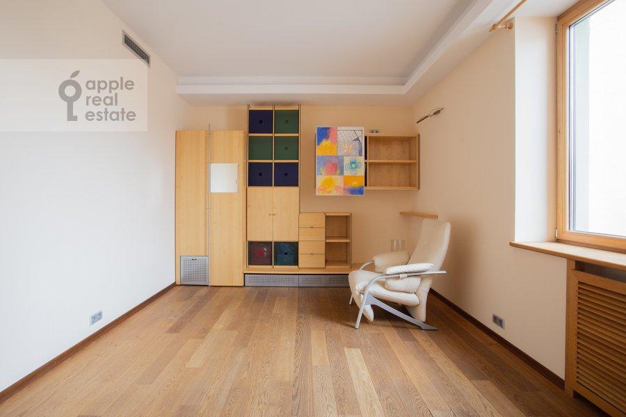 Детская комната / Кабинет в 5-комнатной квартире по адресу Плющиха 22