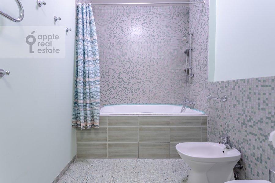 Санузел в 3-комнатной квартире по адресу Пятницкая ул. 62с7