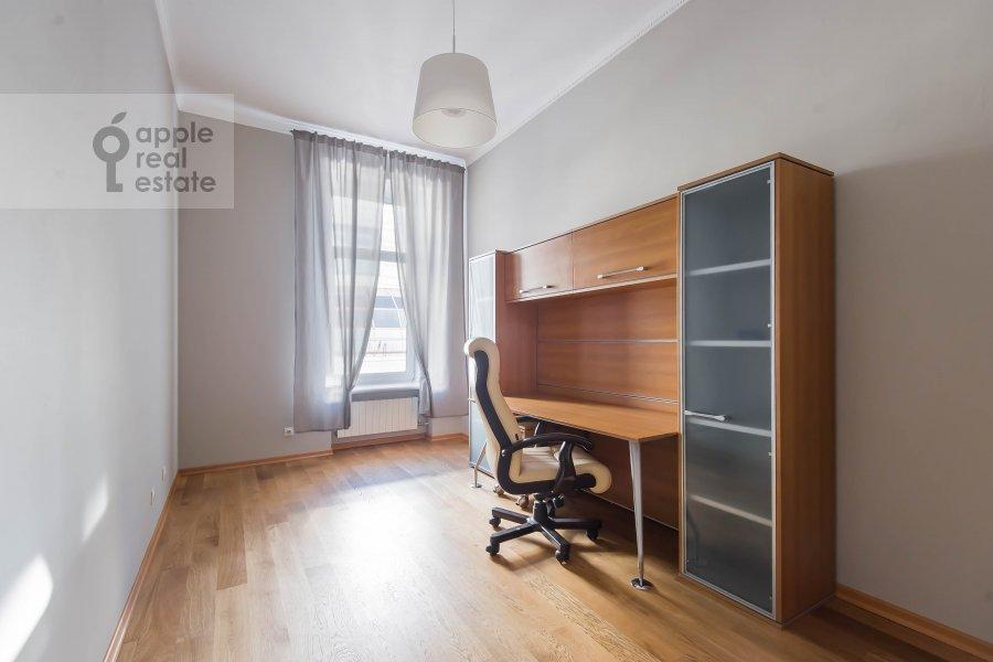 Детская комната / Кабинет в 5-комнатной квартире по адресу Скатертный переулок 15