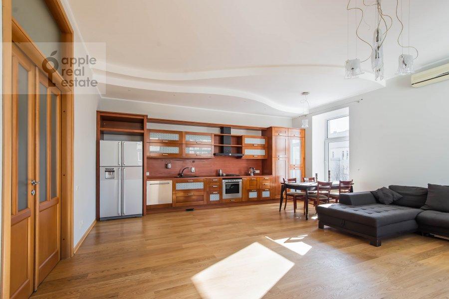 Кухня в 5-комнатной квартире по адресу Скатертный переулок 15