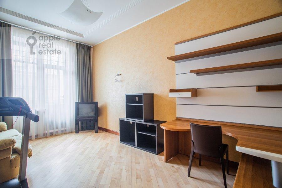 Children's room / Cabinet of the 4-room apartment at Trubnikovskiy per. 30s1