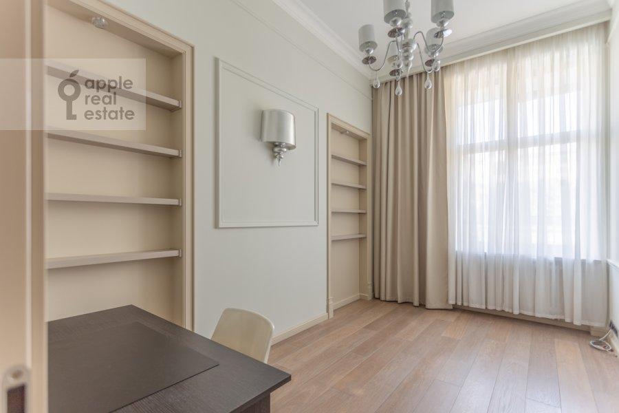 Детская комната / Кабинет в 4-комнатной квартире по адресу Якиманский переулок 6