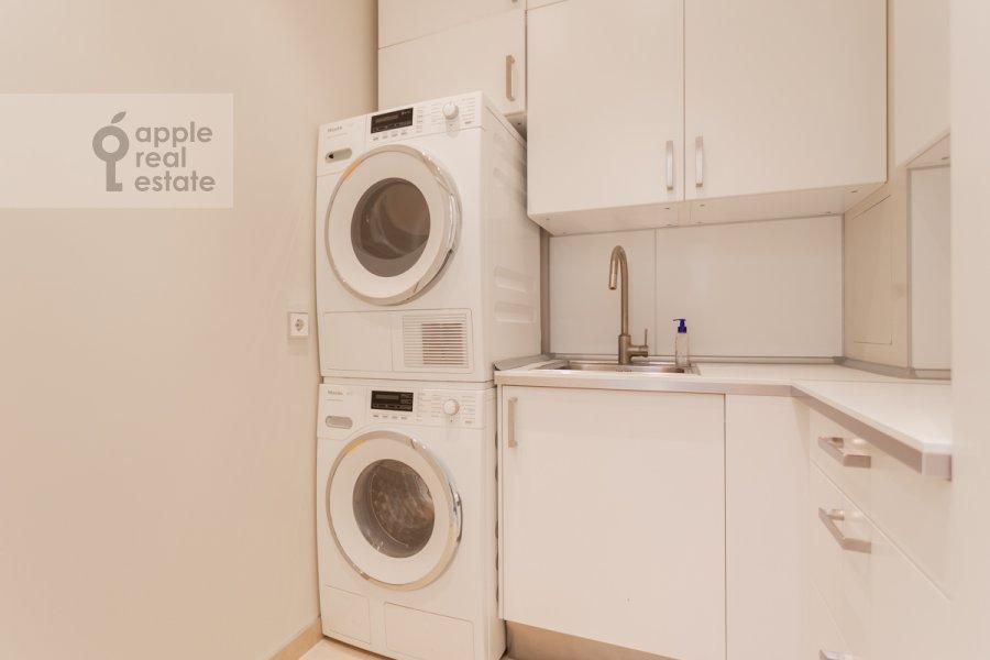 Гардеробная комната / Постирочная комната / Кладовая комната в 4-комнатной квартире по адресу Якиманский переулок 6