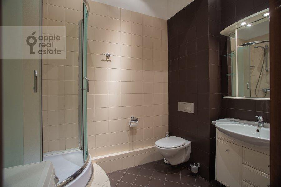 Bathroom of the 3-room apartment at Arbat ul. 51s1