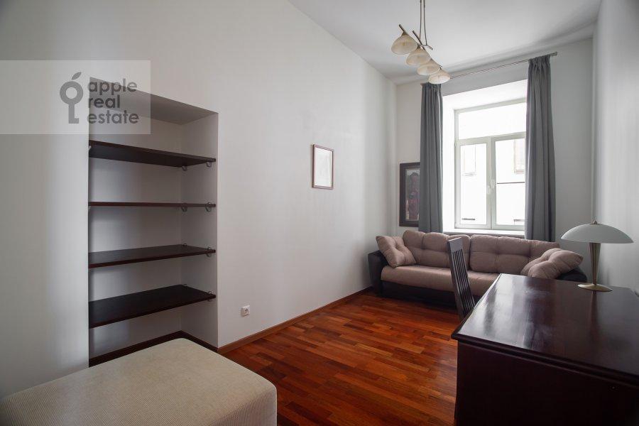 Children's room / Cabinet of the 3-room apartment at Arbat ul. 51s1