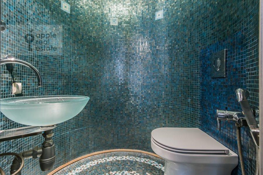 Bathroom of the 4-room apartment at Arbat ul. 9s2