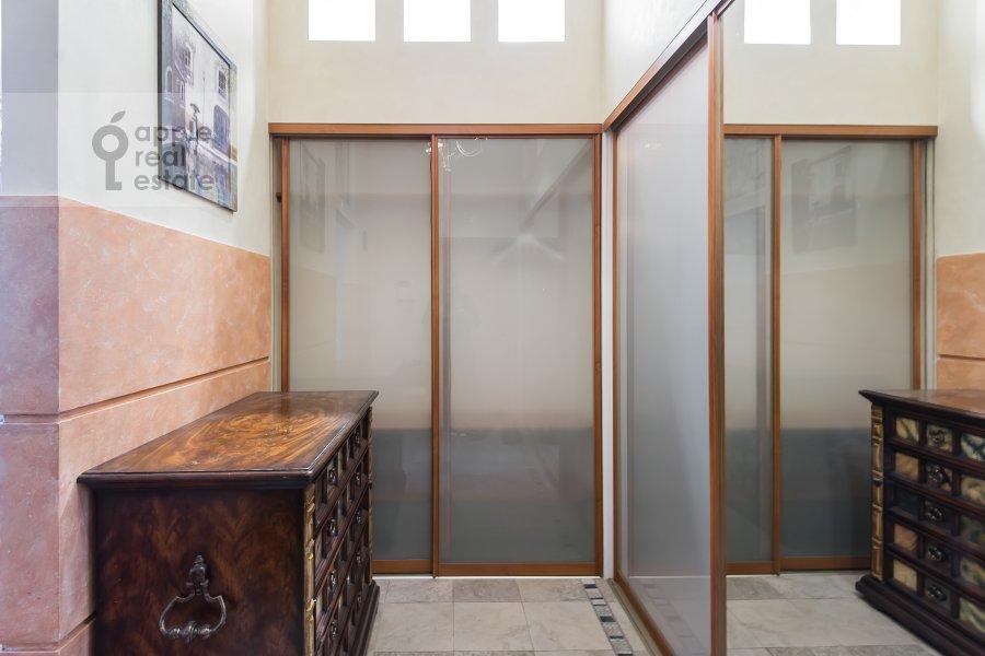 Corridor of the 4-room apartment at Arbat ul. 9s2