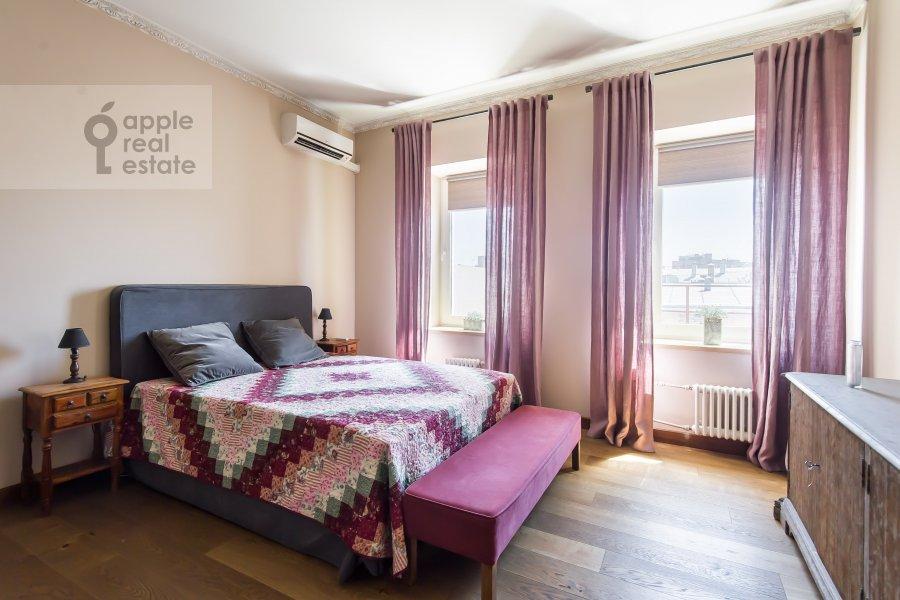 Bedroom of the 3-room apartment at Krivoarbatskiy per. 16/22