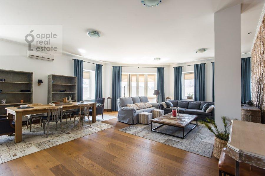 Living room of the 3-room apartment at Krivoarbatskiy per. 16/22