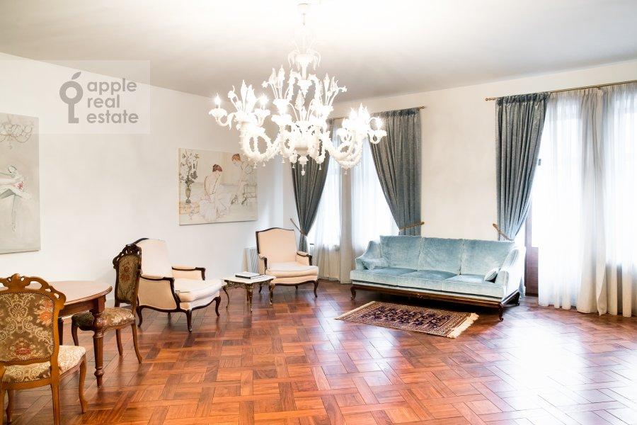Гостиная в 3-комнатной квартире по адресу Лаврушинский пер. 11к1