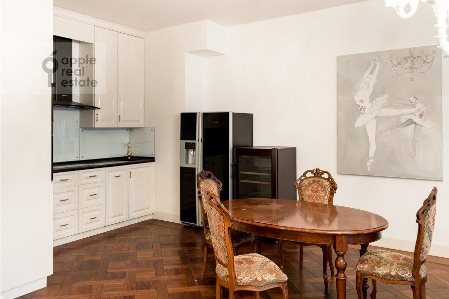 Кухня в 3-комнатной квартире по адресу Лаврушинский пер. 11к1