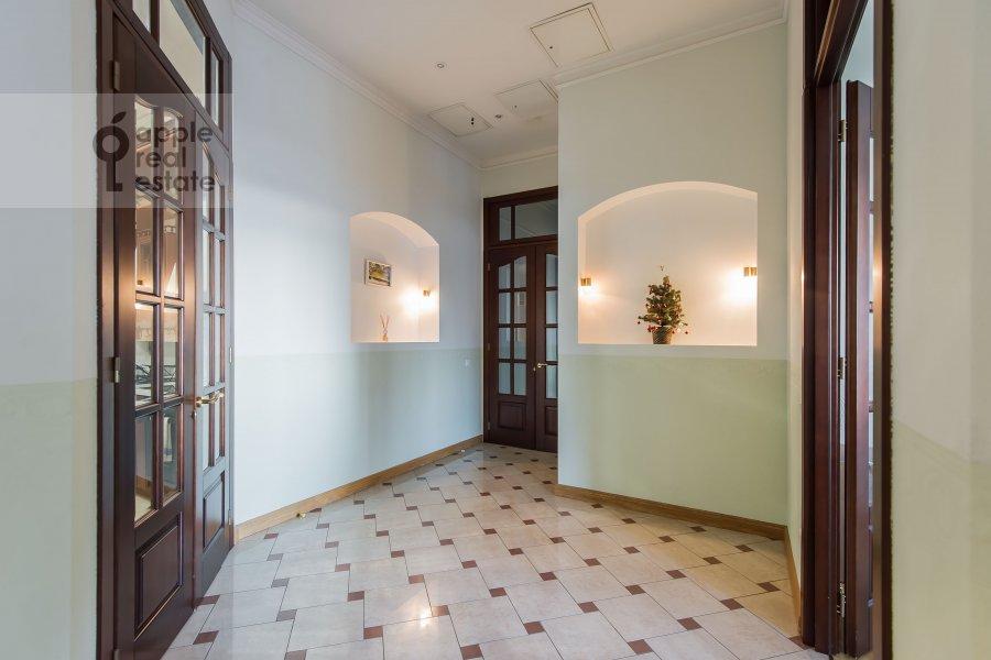 Corridor of the 4-room apartment at Molchanovka Malaya ul. 8