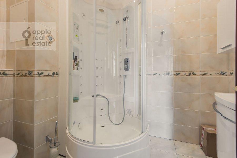 Bathroom of the 4-room apartment at Molchanovka Malaya ul. 8