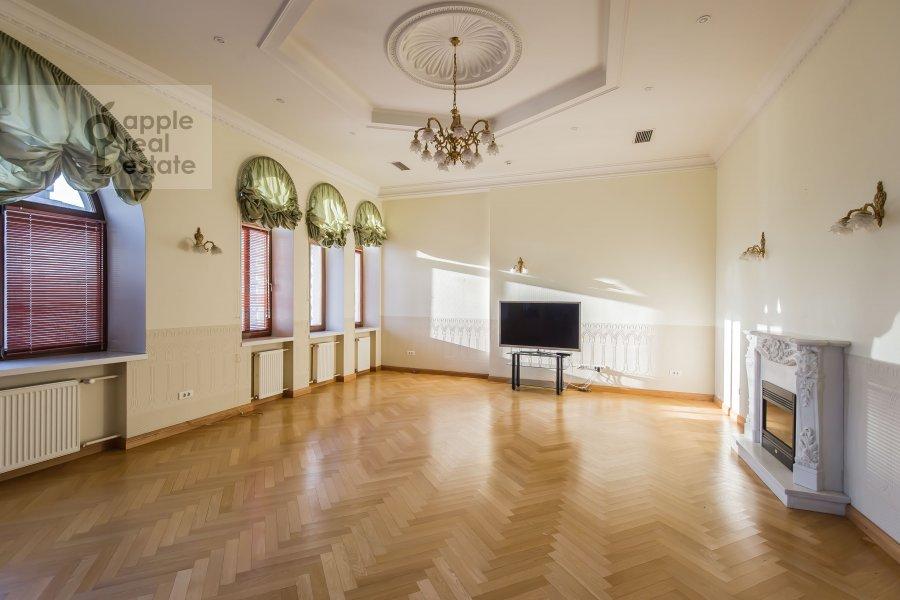 Living room of the 4-room apartment at Molchanovka Malaya ul. 8