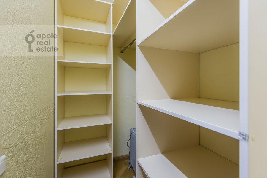 Walk-in closet / Laundry room / Storage room of the 4-room apartment at Molchanovka Malaya ul. 8