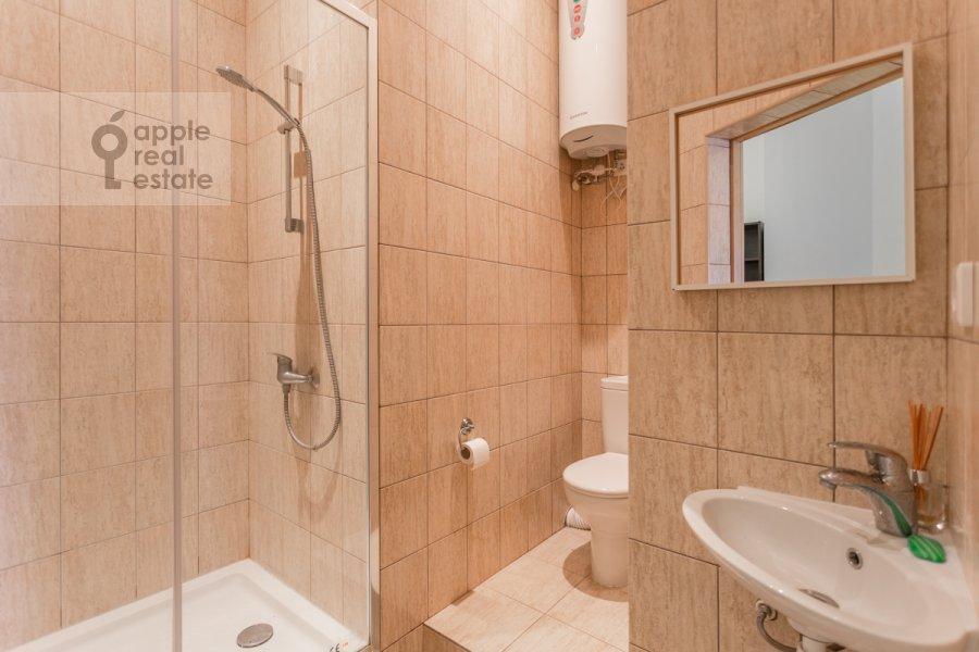 Санузел в 4-комнатной квартире по адресу Милютинский пер. 3