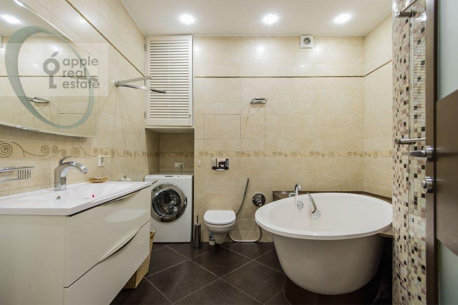 Санузел в 4-комнатной квартире по адресу Кастанаевская ул. 24