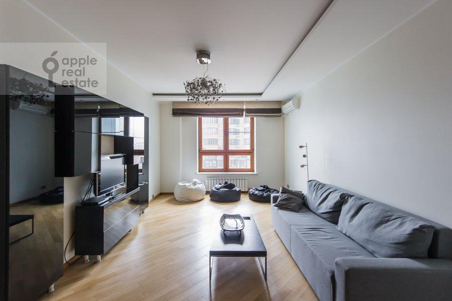 Гостиная в 4-комнатной квартире по адресу Кастанаевская ул. 24