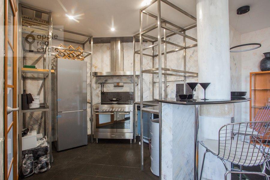 Кухня в 3-комнатной квартире по адресу Зачатьевский 1-й пер. 6