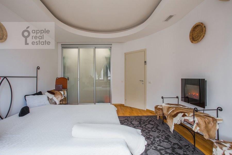 Спальня в 3-комнатной квартире по адресу Зачатьевский 1-й пер. 6