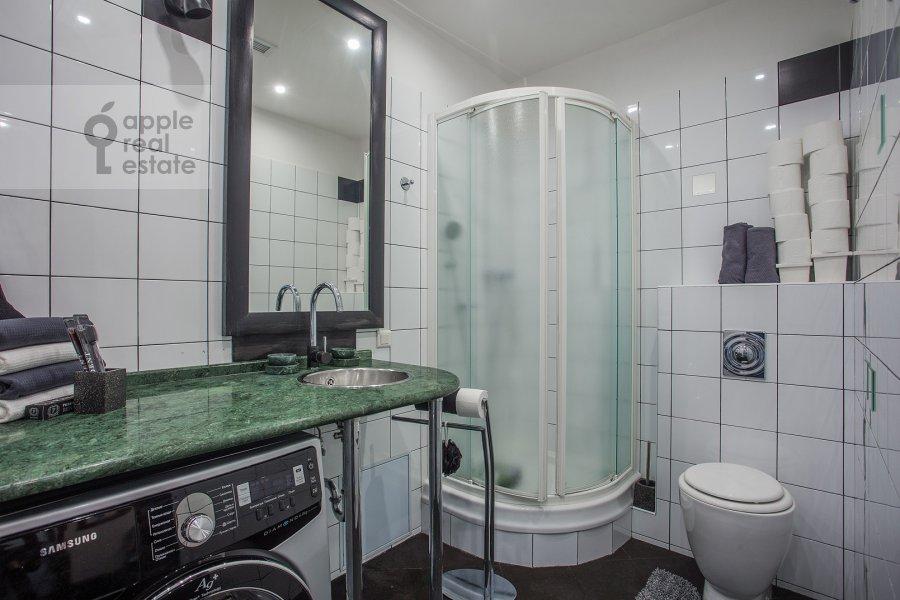 Санузел в 3-комнатной квартире по адресу Зачатьевский 1-й пер. 6