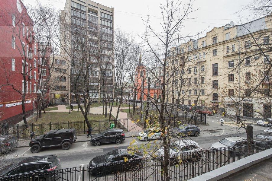 Вид из окна в 3-комнатной квартире по адресу Сивцев Вражек пер. 9А