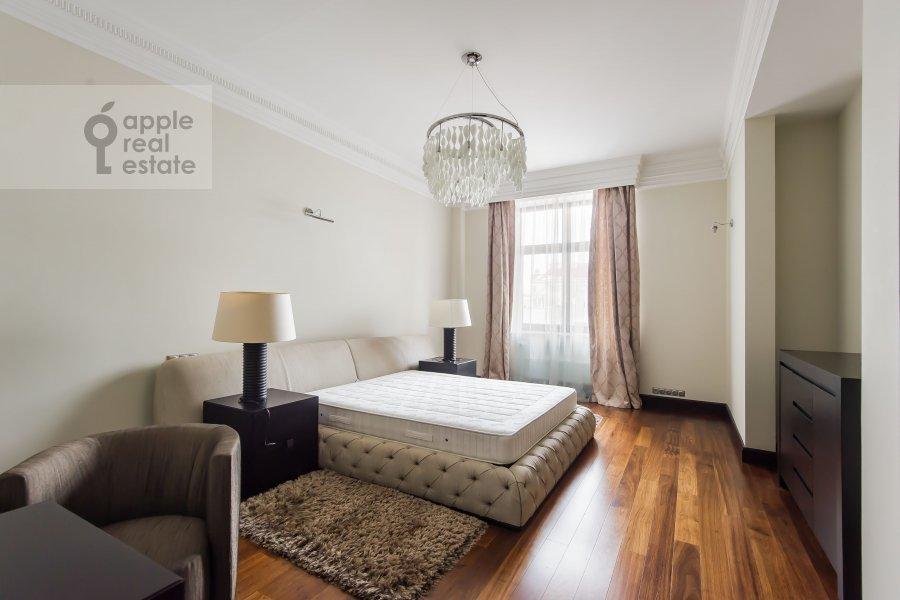 Bedroom of the 4-room apartment at Polyanka Malaya ul. 2